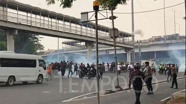 Rizieq Shihab Putusan Banding, Polisi Tangkap 15 Simpatisan.lelemuku.com.jpg