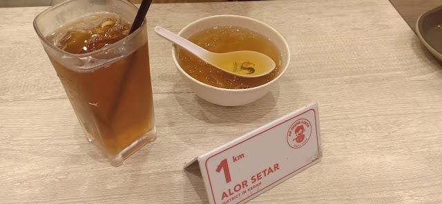 Curry laksa sedap di Ah Cheng Laksa Aeon Nilai