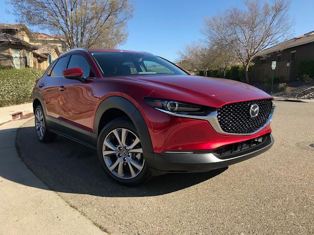 Front 3/4 view of 2020 Mazda CX-30 Premium