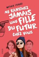 http://lesreinesdelanuit.blogspot.be/2016/08/ne-ramenez-jamais-une-fille-du-futur.html