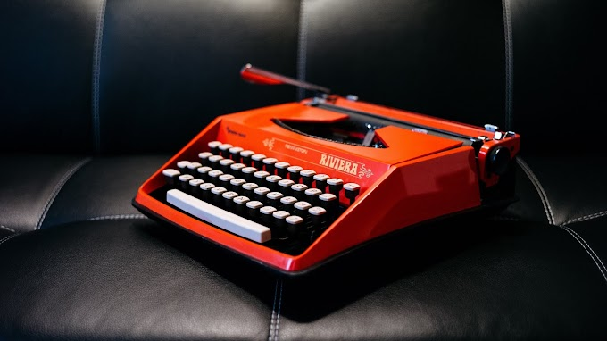 Máquina De Datilografar Antiga