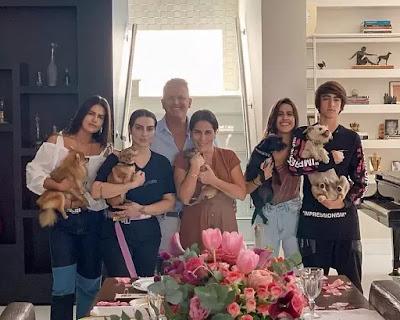 Gloria Pires posa com a família: Antonia, Cleo, Orlando, Ana e Bento — Foto: Reprodução/Instagram