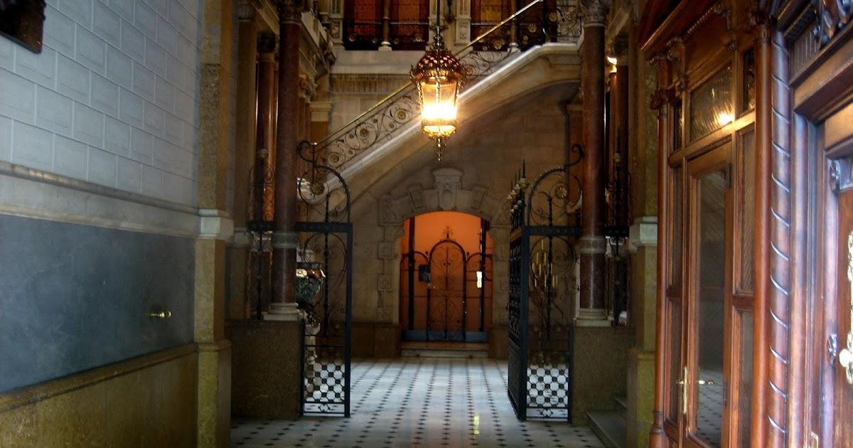 Tot barcelona y el limpia zapatos de la casa pratjus - Casas zapateria barcelona ...