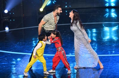 Tushar Kalia and Nora Fatehi battling on the stage of Dance Deewane 3