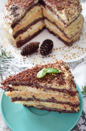 Tort czekoladowo makowy z bezami a także recenzja książki  - Moje wypieki na 4 pory roku.