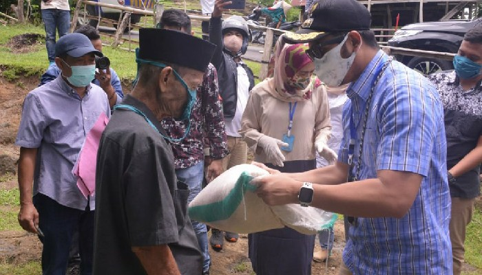 Lagi, Bupati Sinjai Salurkan Bantuan Paket Sembako