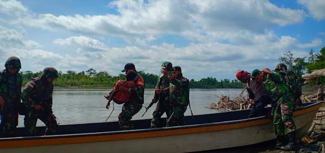 Tembus Sungai Mamberamo, Satgas Kostrad Evakuasi Anak Penderita Malaria