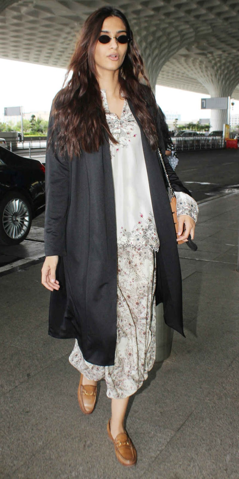 Sonam Kapoor Snapped at Mumbai Airport