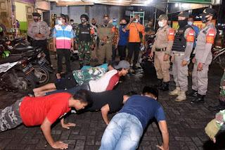 Tegakkan Protokol Kesehatan, Petugas Gabungan Sasar Pusat Keramaian di Kota Medan
