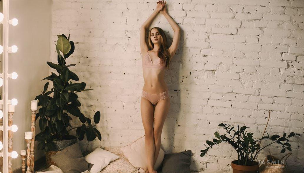 AmandaHotBB Model GlamourCams