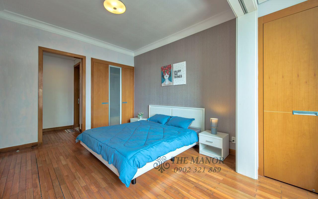 Cho thuê căn hộ chung cư The Manor 2PN - phòng ngủ chính hướng cửa ra vào