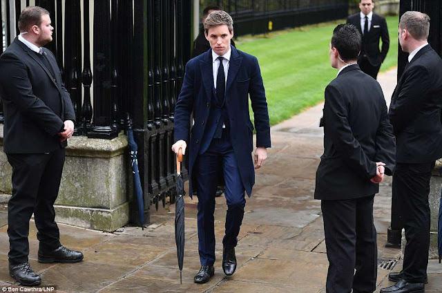 Eddie Redmayne foi um dos primeiros a chegar ao funeral de Stephen Hawking | Ordem da Fênix Brasileira