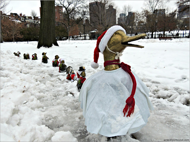 Make Way for Ducklings listos para la Navidad en el Boston Public Garden
