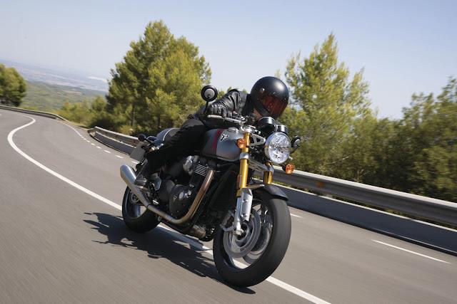 Triumph-Thruxton-RS-2020-1