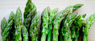 Asparagus with milky eggs