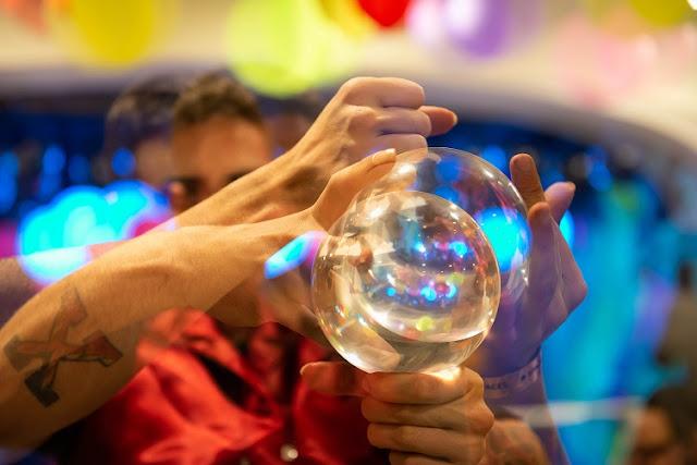 Malabarista contato de Humor e Circo em evento de inauguração do Spaces Cinêlandia no Rio de Janeiro.