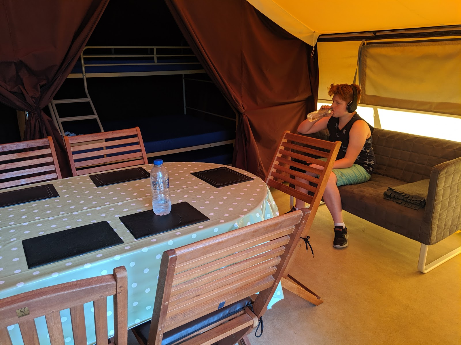 Ready Camp Horsley Review : Glamping near LEGOLAND and Chessington World of Adventures - dining area