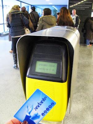 validando o Andante no metro do Porto