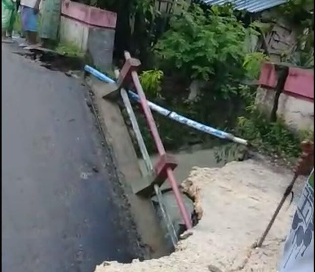 Akibat Hujan Deras Jembatan Di Kedungjati Ambrol