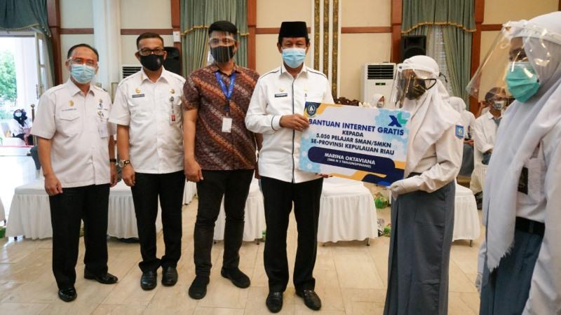 Peserta Didik Kurang Mampu Terima Bantuan dari Gubernur Keri Paket Internet Gratis