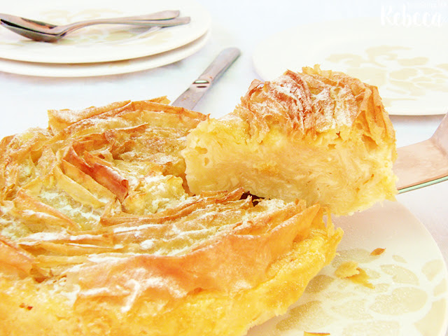 Pastel crujiente de natillas (ruffled milk pie)