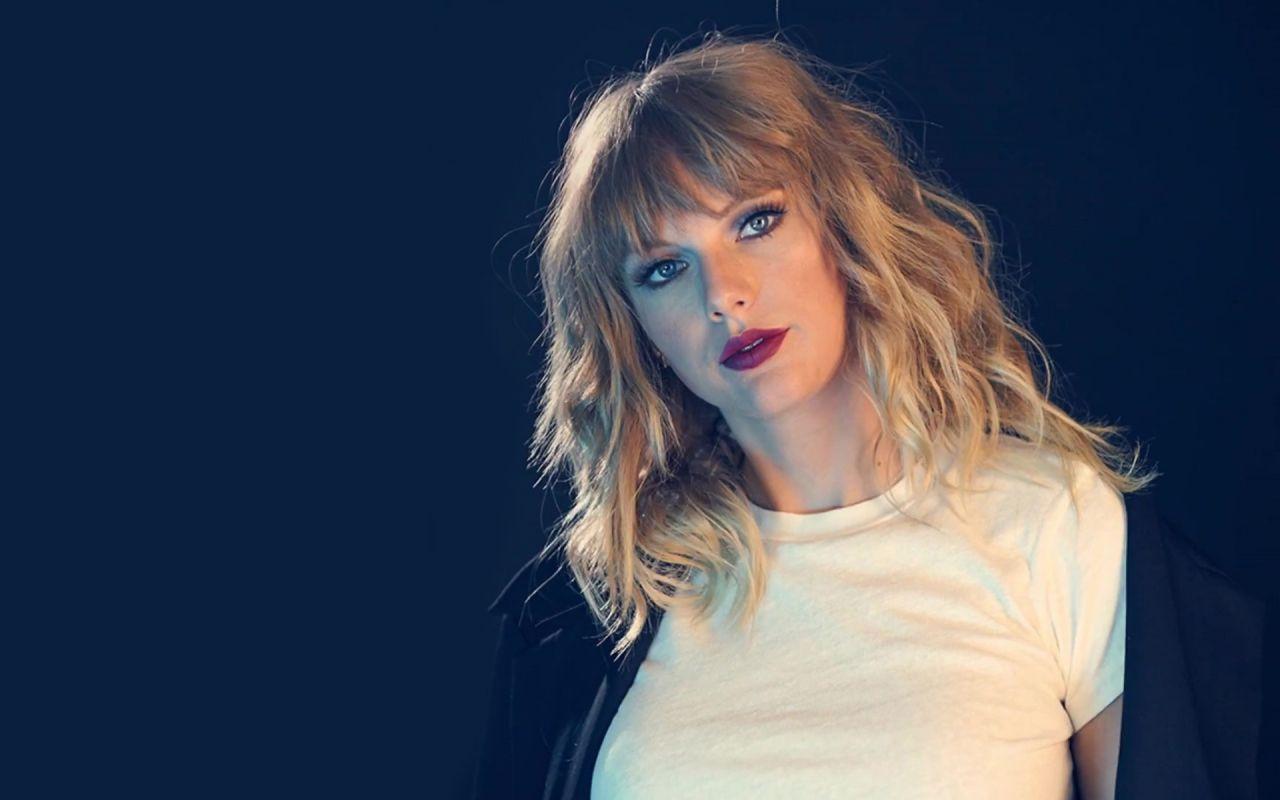 Taylor Swift Beautiful Look