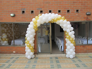 DECORACION PRIMERA COMUNION CON ANGELES ARCOS CON GLOBOS 2 RECREACIONISTAS MEDELLIN