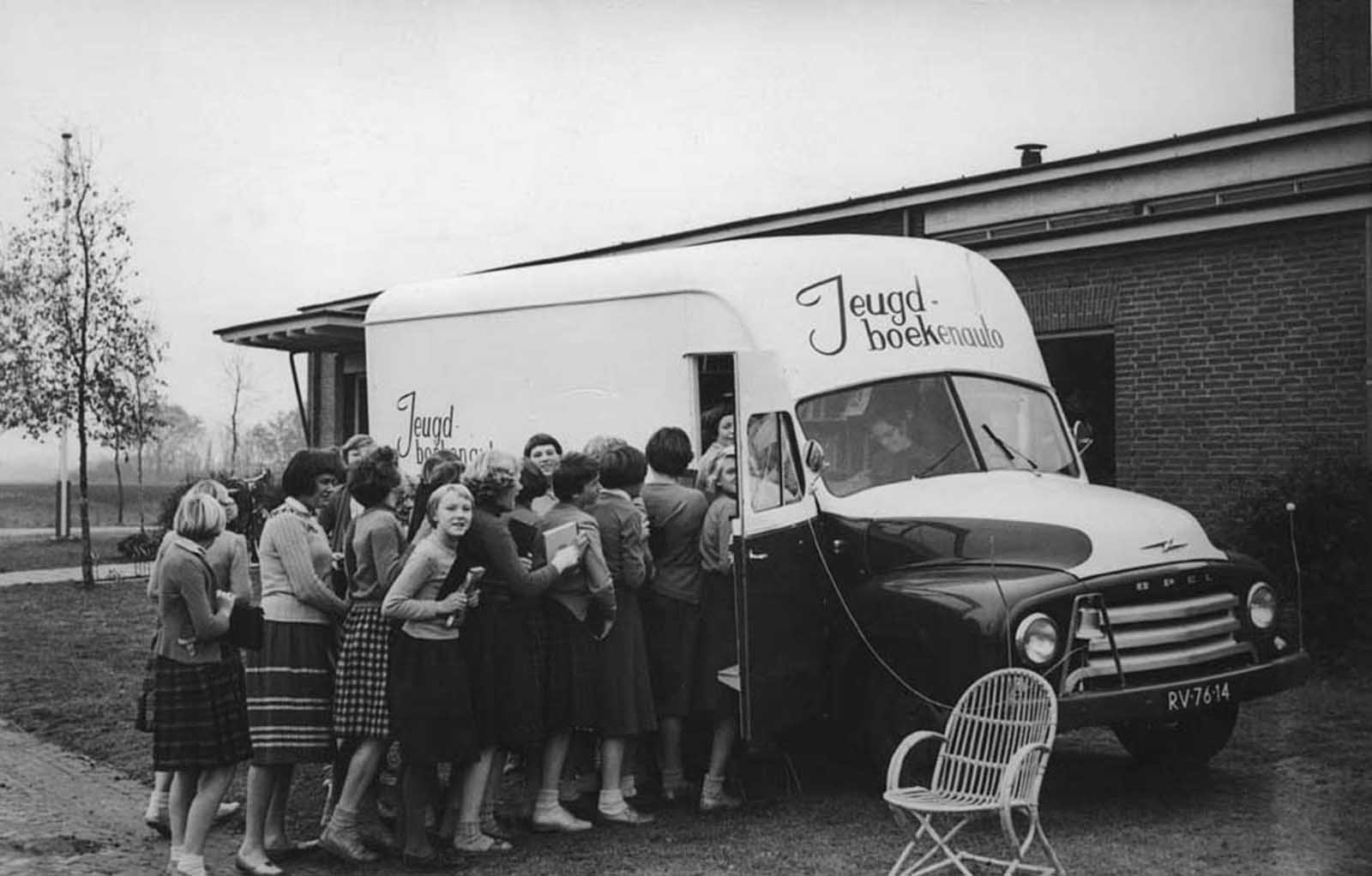 An impatient queue for a Dutch bookmobile.