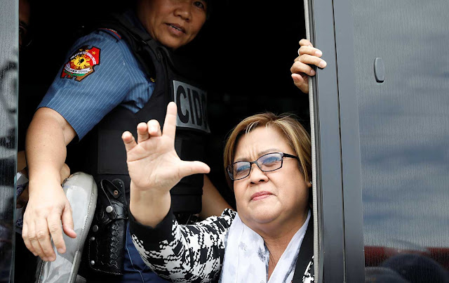 """DUTERTE DOES THE DIRTY ON RED """"DRUGGIE"""" SEX-MAD SENATOR"""