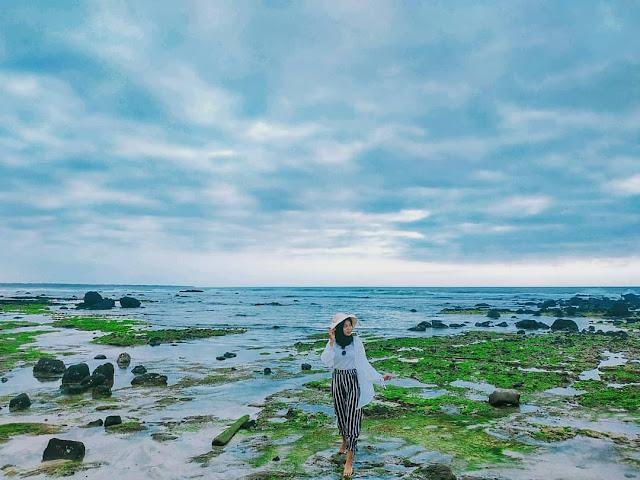 Karang di pantai Pancur, Alas Purwo.