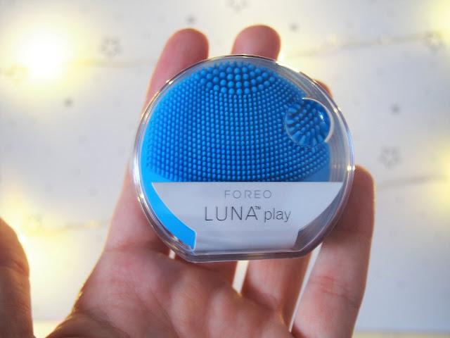 sonický prístroj na čistenie pleti foreo luna play notino sk