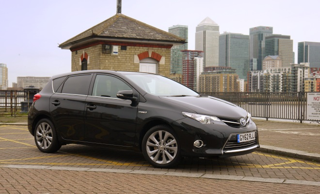 2013 Toyota Auris Hybrid front view
