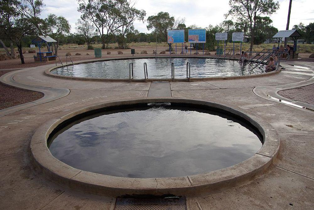 Artesian water baths in Lightning Ridge