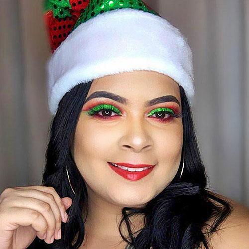 cut crease navideño con labio rojo y gorro de Santa Claus