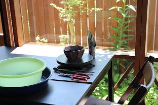 山野草盆栽教室で使う道具類 洗面器 回転台 はさみ ピンセット 箸など