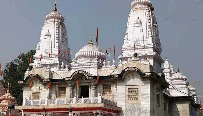 The houses of the Muslims next to the Gorakhnath temple are being removed