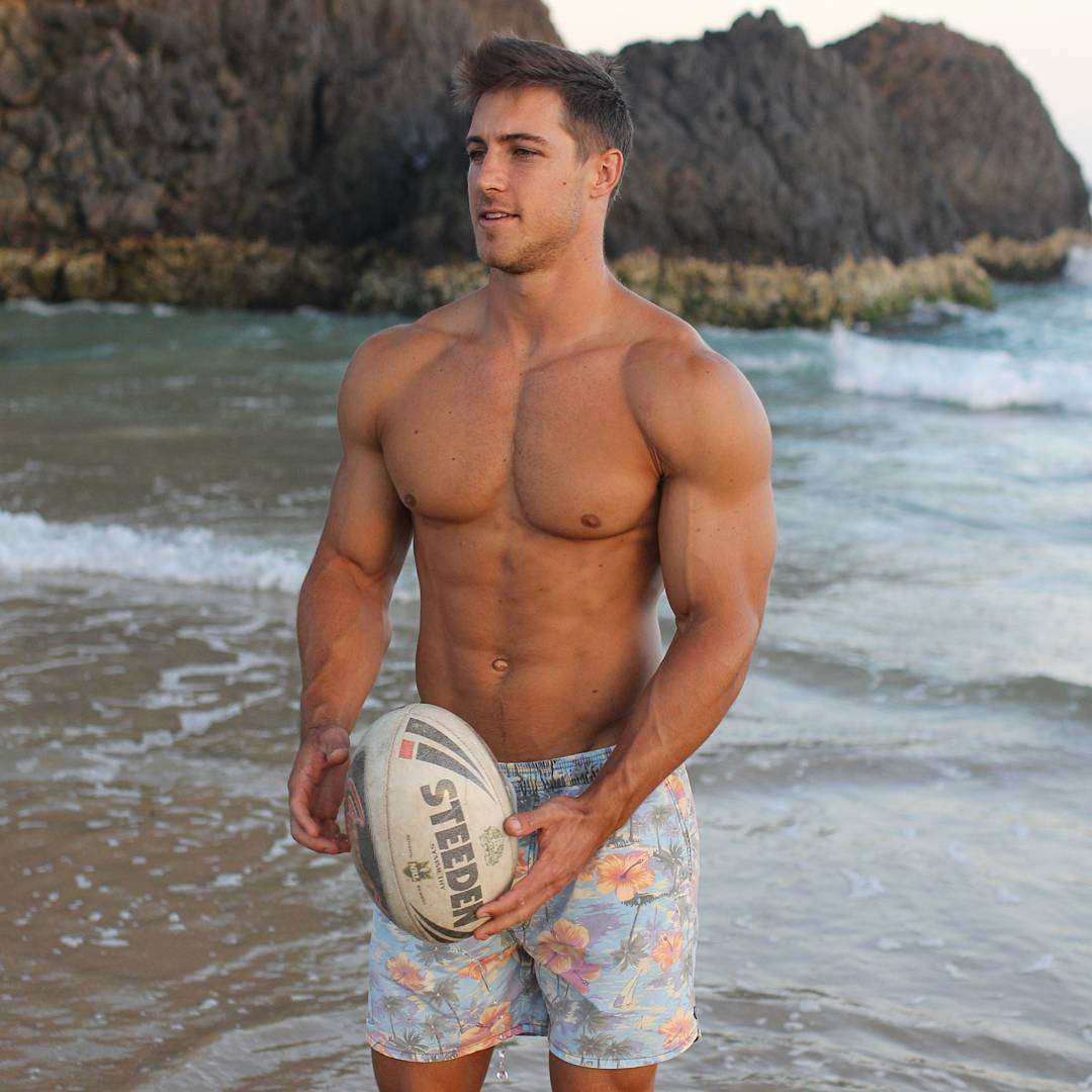 sexy-beefcake-guys-muscular-shirtless-beach-body-strong-biceps