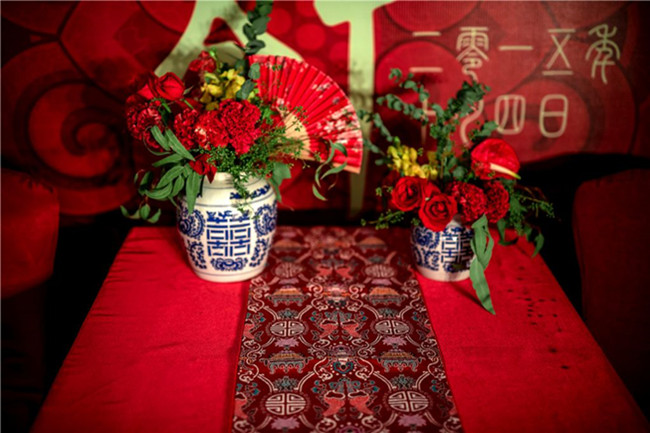 red flowers for wedding