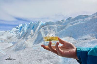 drink wisky at glacier perito moreno