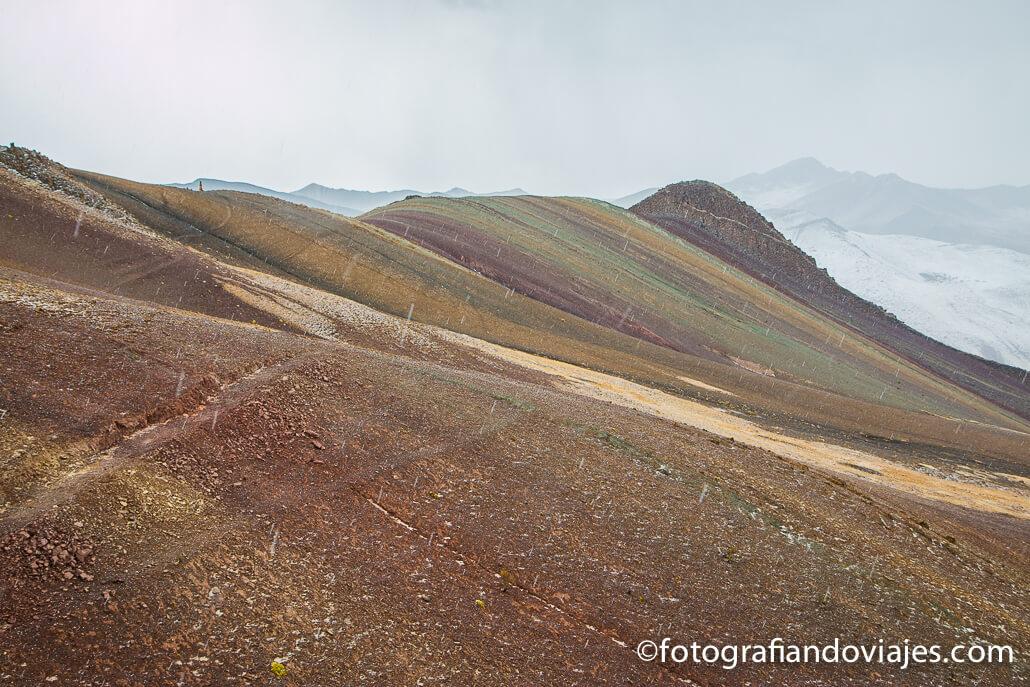 Montaña del arcoiris en Perú