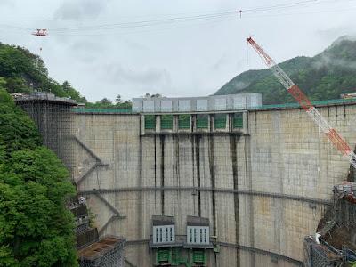 渡らっしゃい吊り橋から見る川俣ダム