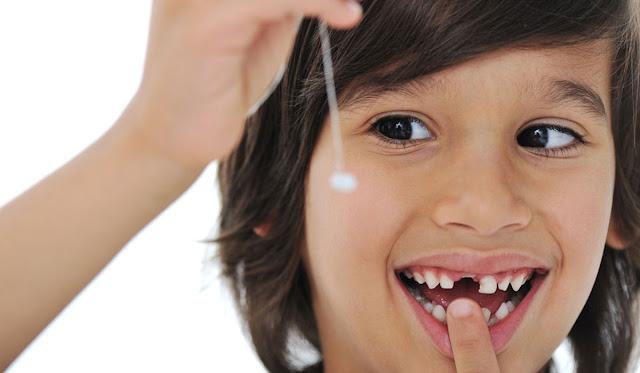 ماذا أفعل عندما تسقط أسنان طفلي