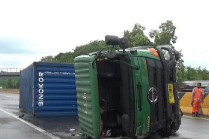 Truk dan minibus terguling di tol Cipularang 1 orang tewas