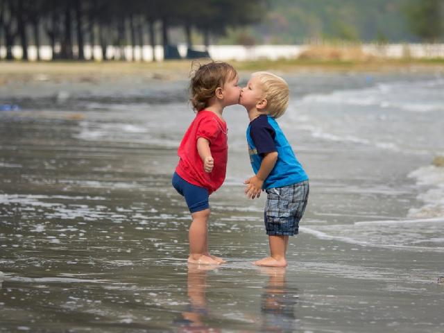 Cutest couple Love kissing HD images