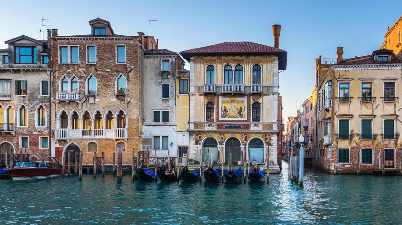 Фасады домов в Венеции, Италия
