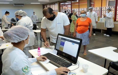Novo grupos de profissionais começam a ser imunizados nesta sexta-feira em Porto Velho