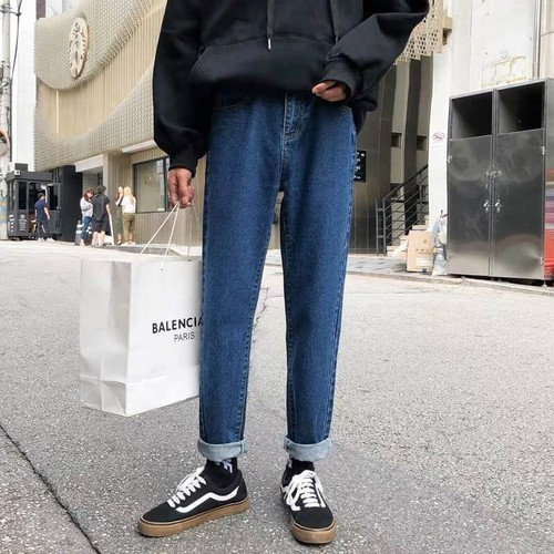 Mẫu quần jean Baggy hiện đang là xu hướng của giới trẻ