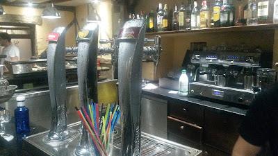 Nueva barra del remozado Bar El Teide