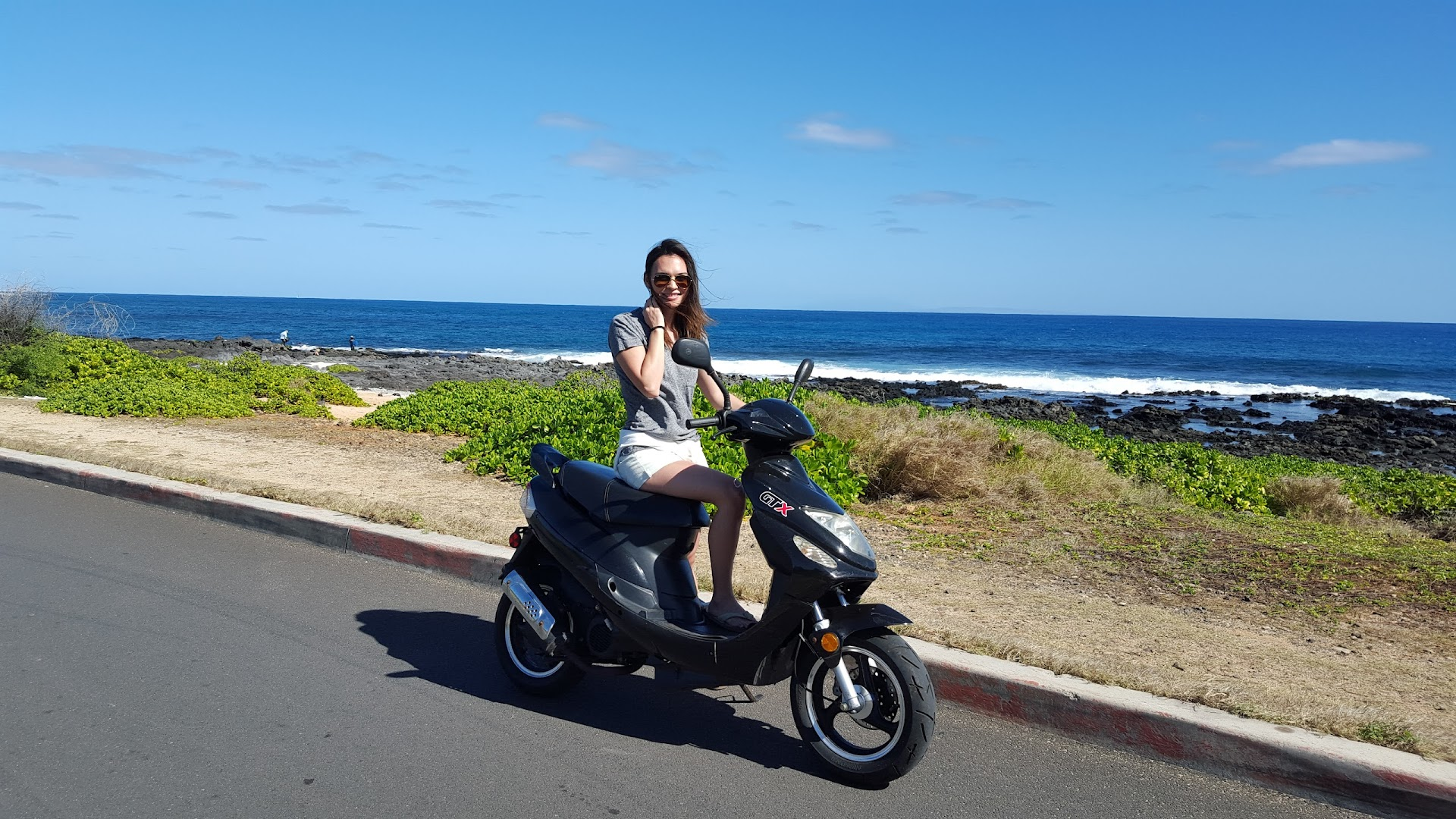 scooter rental, moped, how to get around hawaii, cheap transportation, fun things to do, oahu, travel blogger, asian blogger, lds, ocean,