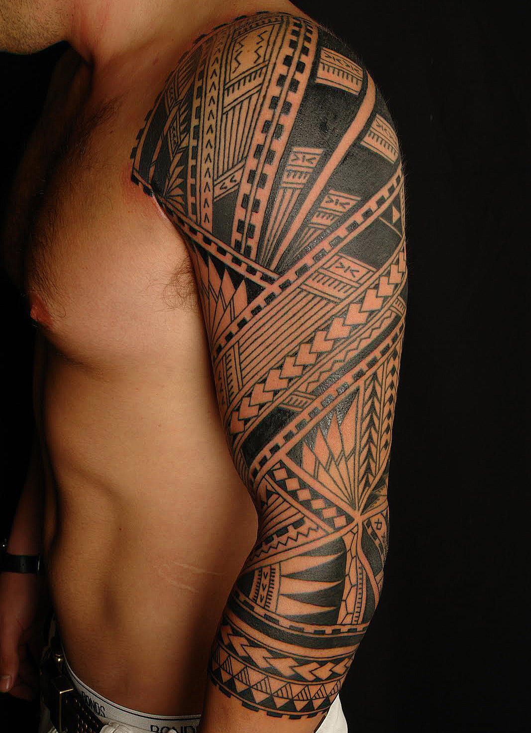 Tatouage Bras Homme Polynesien  Mode Simple Ou Horrible